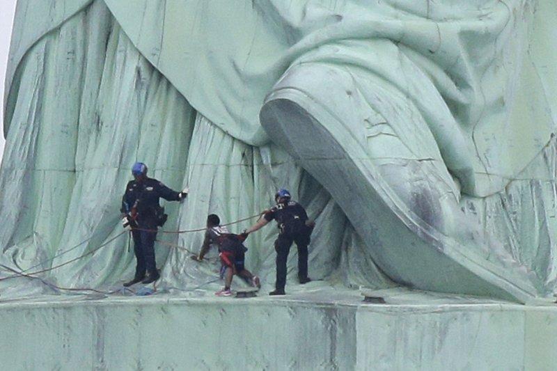statue of liberty climber guilty of 3 misdemeanors upi com