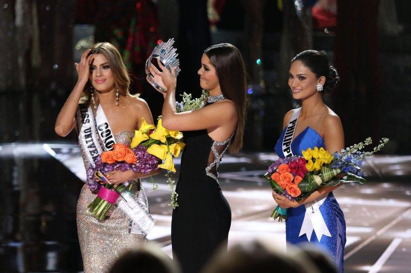 Steve Harvey crowns wrong winner of Miss Universe