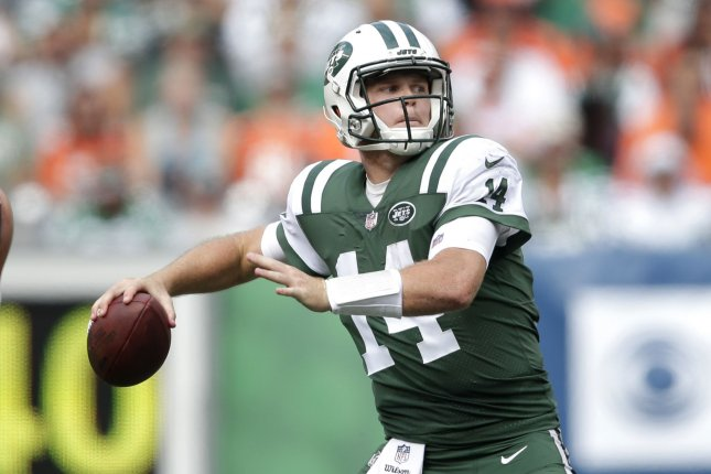 New York Jets quarterback Sam Darnold throws a 35 yard touchdown to Robbie Anderson in the 2nd quarter against the Denver Broncos on October 7 at MetLife Stadium in East Rutherford, N.J. Photo by John Angelillo/UPI