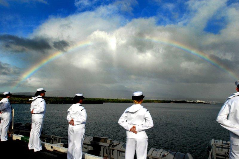 Sailors aboard the Nimitz-class aircraft carrier USS Ronald Reagan (CVN 76) man the rails as a rainbow forms across the skyline in Pearl Harbor, Hawaii on November 17, 2008. (UPI Photo/Chelsea Kennedy/U.S. Navy)