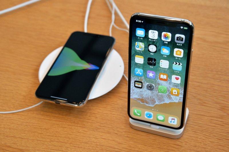 apple update to fix iphone x cold temperature problem. Black Bedroom Furniture Sets. Home Design Ideas