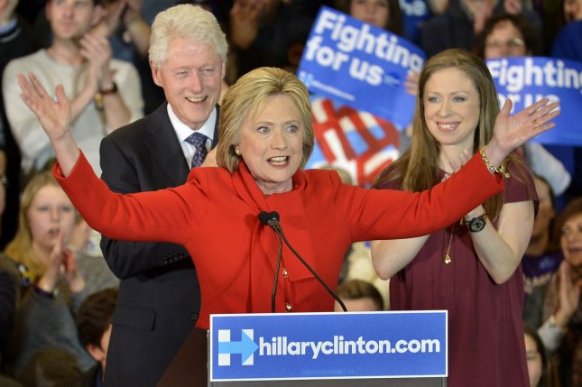 Poll: Clinton halves Sanders' lead in New Hampshire, trails by 15 percent