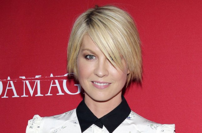 Jenna Elfman has signed a new talent deal with 20th Century Fox TV. (UPI/John Angelillo)