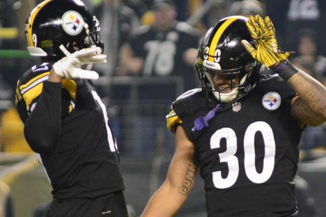 Pittsburgh Steelers running back James Conner (30) celebrates his touchdown  with wide receiver JuJu Smith-Schuster (19) in the first quarter against  the Los ... a80efedf1