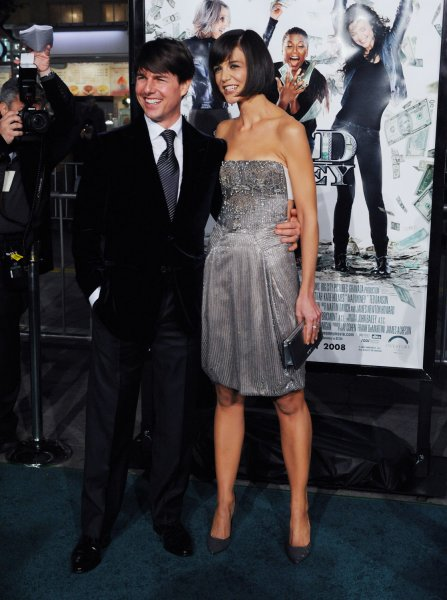 Katie Holmes (R), a cast member in the motion picture crime thriller and comedy Mad Money attends the premiere of the film with her husband, actor Tom Cruise in Los Angeles on January 9, 2008. (UPI Photo/Jim Ruymen)