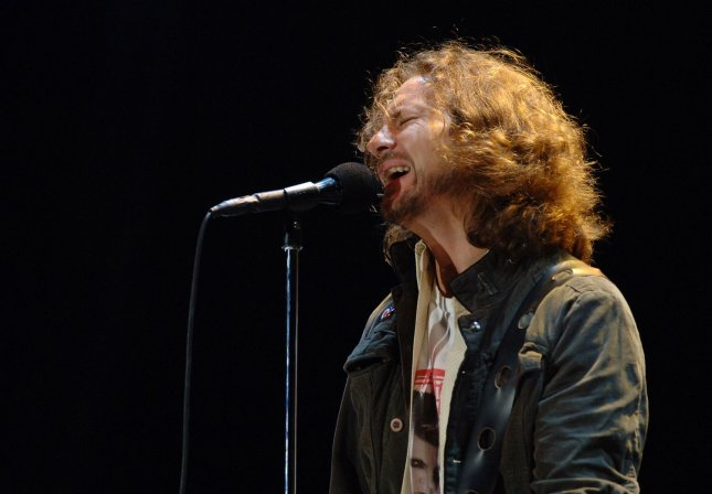 American singer/guitarist Eddie Vedder from rockband Pearl Jam performs at the Carling Leeds festival in Bramham Park, Leeds, England on August 25, 2006. (UPI Photo/Rune Hellestad)