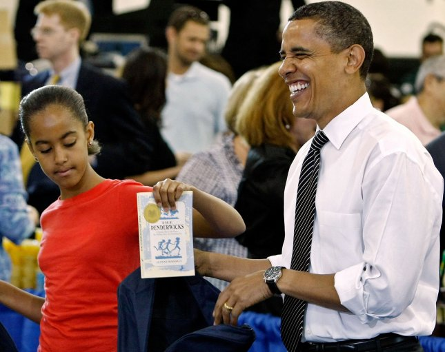 U.S. President Barack Obama (R) and his daughter Malia (L) help volunteers and members of Congress stuff backpacks with books, food and photographs of the first dog Bo during a United We Serve event at Fort McNair June 25, 2009. (UPI Photo/Chip Somodevilla/Pool)