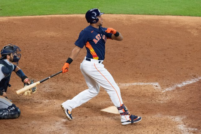 Houston Astros put outfielder Michael Brantley on IL with knee soreness