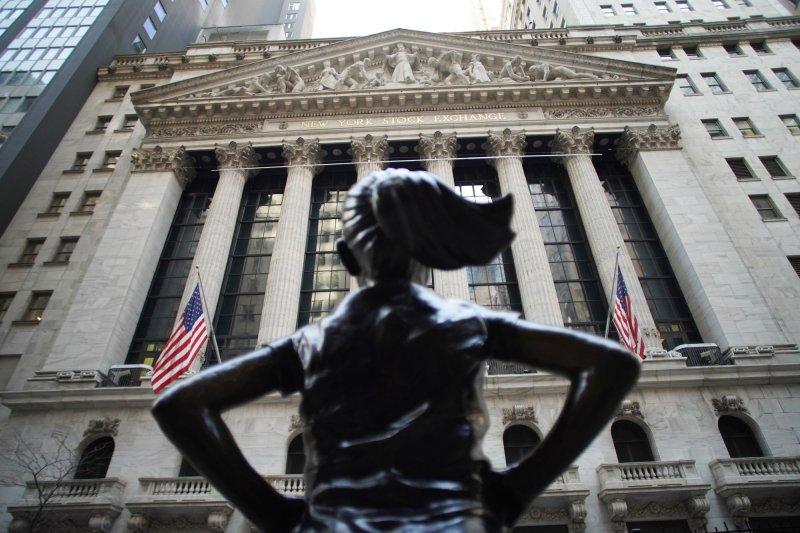 S&P 500, Nasdaq hit record highs, Dow Jones lags behind