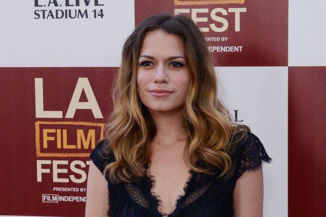 who is dating bethany joy lenz