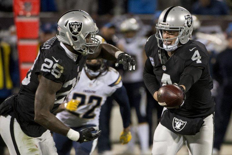 superior quality de12e cfea1 Derek Carr replaces Aaron Rodgers for Pro Bowl - UPI.com
