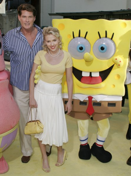 Cast members David Hasselhoff, left, and Scarlett Johansson poses for photographers at the November 14, 2004 Los Angeles premiere of the film, 'The Spongebob Squarepants Movie' at the Grauman's Chinese Theatre. The animated feature by Paramount Pictures opens in the United States on November 19.(UPI Photo/Francis Specker)