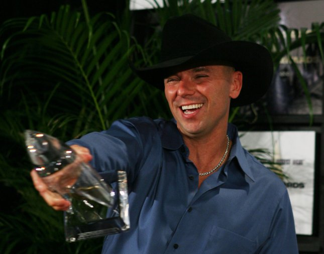 Kenny Chesney speaks to the press after being awarded Entertainer of the Year at the 41st annual Country Music Association Awards in Nashville, Tennessee on November 7, 2007. (UPI Photo/John Angelillo)