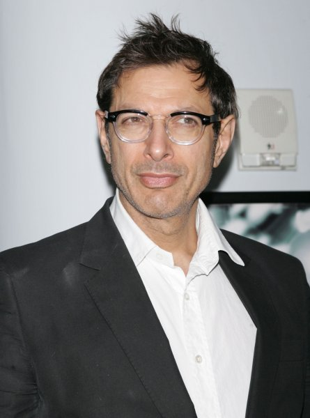 Jeff Goldblum arrives for the premiere of Damages at the DGA Theater in New York on December 13, 2008. (UPI Photo/Laura Cavanaugh)