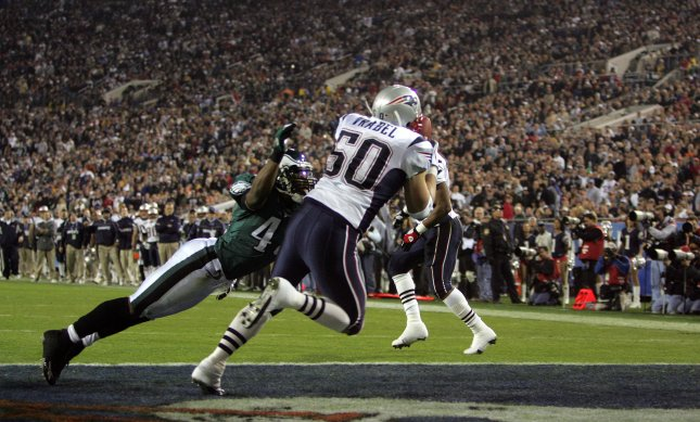 New England's Mike Vrabel scores a touchdown on a pass from Tom Brady in the Super Bowl in Jacksonville, Fla., Feb. 6, 2005. The Patriots defeated the Philadelphia Eagles 24-21 for their third NFL championship in four years. (They won their fourth Super Bowl title in 2015.) File photo by Terry Schmitt/UPI