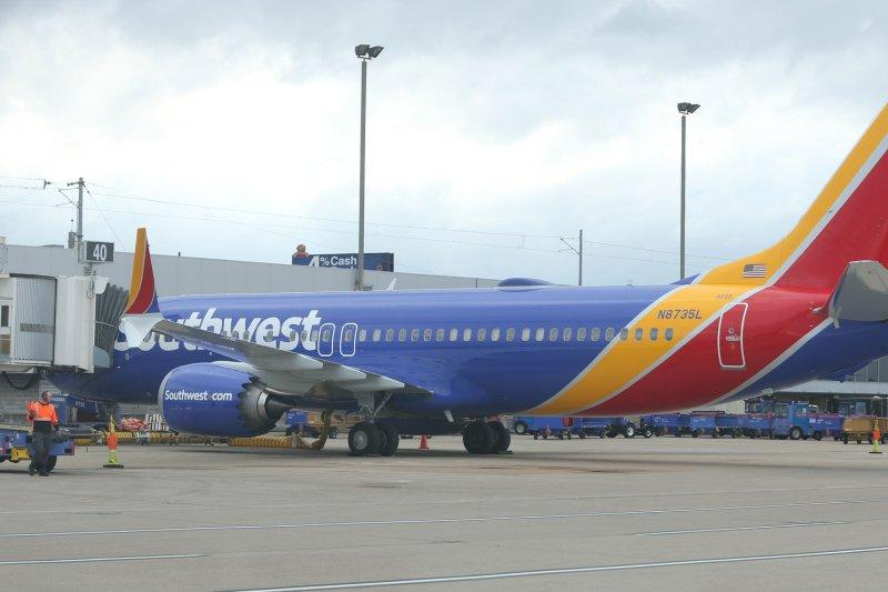 Southwest cancels dozens more flights, apologizes for disruptions