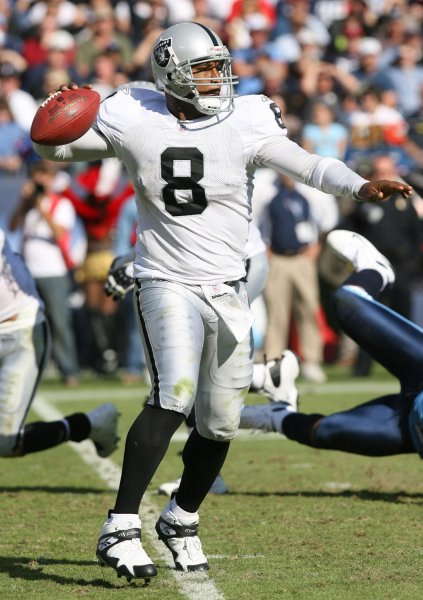 Oakland Raiders quarterback Dante Culpepper (8) drops back to throw a pass against the Tennessee Titans during a football game at LP Field in Nashville, Tennessee on October 28, 2007. The Titans defeated the Raiders 13-9. (UPI Photo/Frederick Breedon IV)