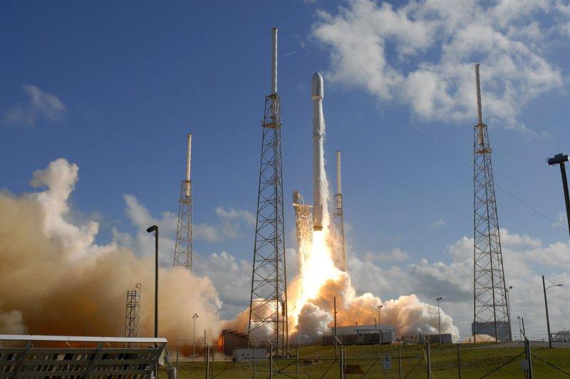 spacex hawthorne rocket - 975×648