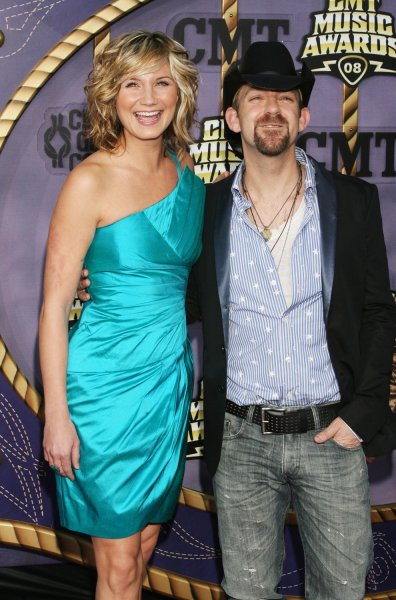 Singers Jennifer Nettles (L) and Kristian Bush of Sugarland arrive for the 2008 CMT Awards at the Curb Event Center at Belmont University in Nashville, Tennessee on April 14, 2008. (UPI Photo/Frederick Breedon)