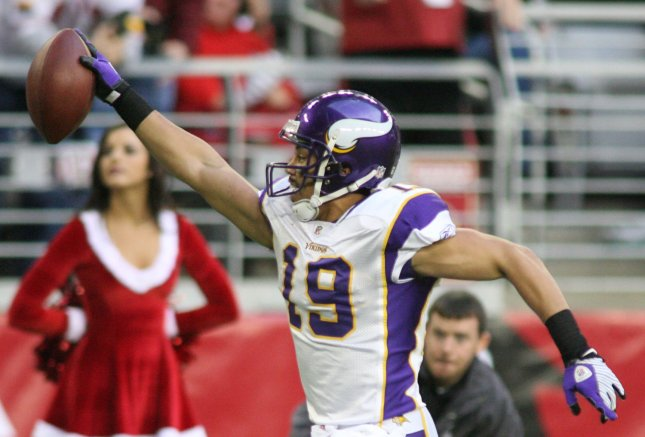 Minnesota Vikings wide receiver Bobby Wade starts his celebration as he heads to the endzone for a touchdown during third quarter of the Vikings game against the Arizona Cardinals at University of Phoenix Stadium in Glendale, AZ on December 14, 2008. The Vikings defeated the Cardinals 35-14. (UPI Photo/Art Foxall)