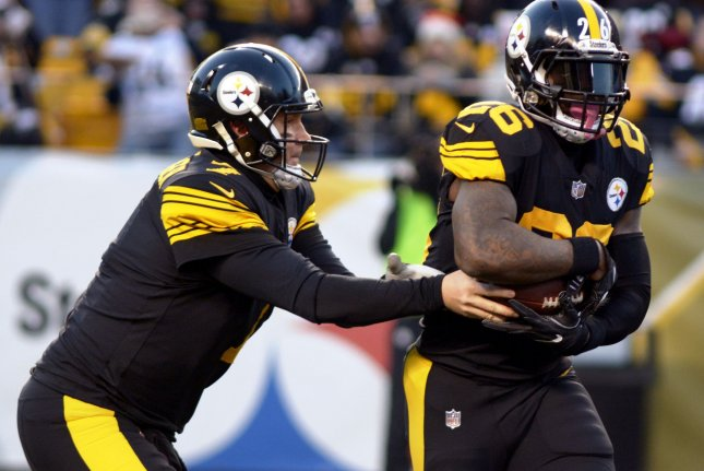 Pittsburgh Steelers Quarterback Ben Roethlisberger 7 Hands Off The Football To Steelers Running Back Leveon Bell 26 In The First Quarter Against The