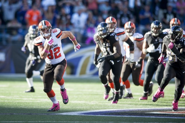 Cleveland Browns' tight end, Gary Barnidge,.runs with the ball during overtime action against the Baltimore Ravens at M&M Bank Stadium on October 11, 2015 in Baltimore, Maryland. Cleveland won the game 33-30. Photo by Pete Marovich/UPI