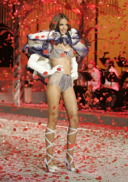 A model walks the runway at the 2008 Victoria's Secret Fashion Show at the Fontainebleau Hotel in Miami Beach on November 15, 2008. (UPI Photo/Michael Bush)