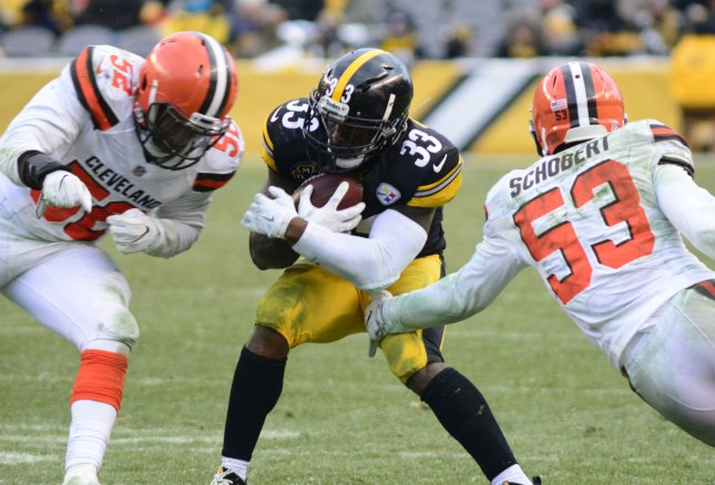Cleveland Browns middle linebacker Joe Schobert (53) attempts to tackle Pittsburgh Steelers running back Fitzgerald Toussaint during their game Dec. 31. Photo by Archie Carpenter/UPI