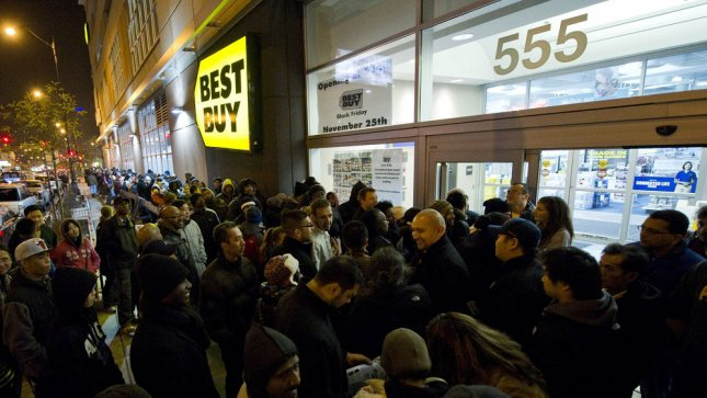 Hundreds of shoppers looking for 'Black Friday' deals line up outside of a Best Buy store on November 25, 2011 in Chicago. UPI