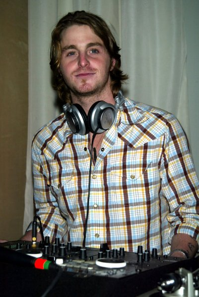 NYP2003082151 - NEW YORK, Aug. 21 (UPI) -- Actor and Celebrity DJ Cameron Douglas (son of Michael Douglas and grandson of Kirk Douglas) spins records at the 4th Annual International Taste of Tennis Gala at the W Hotel in New York on August 21, 2003. dg/lc/Laura Cavanaugh UPI