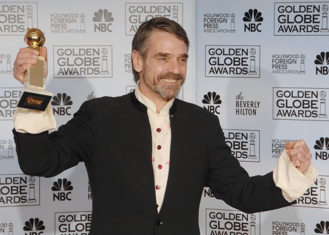 Jeremy Irons appears backstage with the award he won at the 64th annual Golden Globe Awards in Beverly Hills, California on January 15, 2007. (UPI Photo/Jim Ruymen)