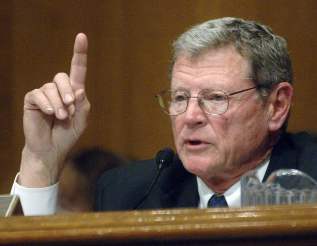 Sen. James Inhofe (R-OK) questions former Vice President Al Gore during a Senate Environmental and Public Works Committee hearing on global warming, in Washington on March 21, 2007. (UPI Photo/Kevin Dietsch)