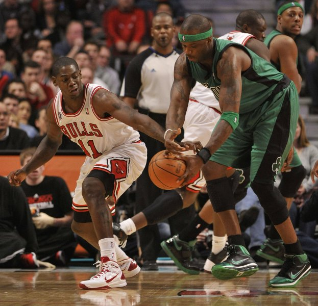 Chicago Bulls Ronnie Brewer (L) knocks the ball away from Boston Celtics center Jermaine O'Neal during the fourth quarter at the United Center in Chicago on January 8, 2011. The Bulls won 90-79. UPI/Brian Kersey