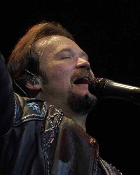 Country music star Travis Tritt performs at the Seminole Hard Rock Cafe in Ft. Lauderdale, Florida for the participants and performers of the 2007 McDonald's Air and Sea Show on May 3, 2007. (UPI Photo/Joe Marino-Bill Cantrell)