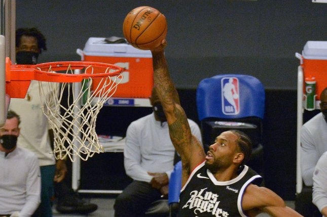 Los Angeles Clippers forward Kawhi Leonard scores during a win over the Los Angeles Lakers on Sunday in Los Angeles. Photo by Jim Ruymen/UPI