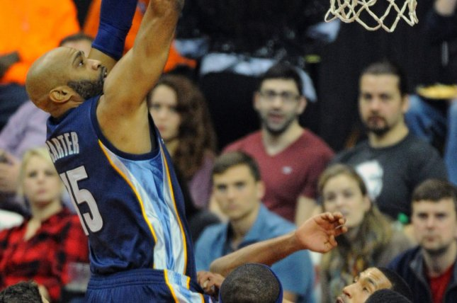 best sneakers 2eebb b097c Watch: Vince Carter throws down crazy dunk at 40 - UPI.com