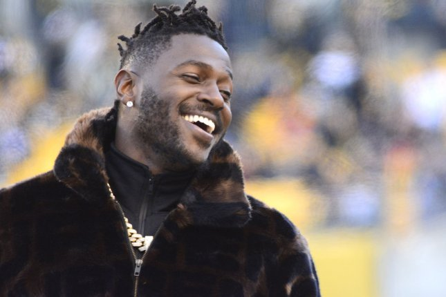 Pittsburgh Steelers wide receiver Antonio Brown (84) on the sidelines during warm ups before the Steelers 16-13 win against the Cincinnati Bengals on Sunday at Heinz Field in Pittsburgh. Photo by Archie Carpenter/UPI