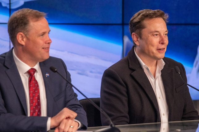 NASA administrator Jim Bridenstine (L) and SpaceX CEO and lead designer Elon Musk met at SpaceX headquarters in Hawthorne, Calif. Photo by Kim Shiflett/NASA