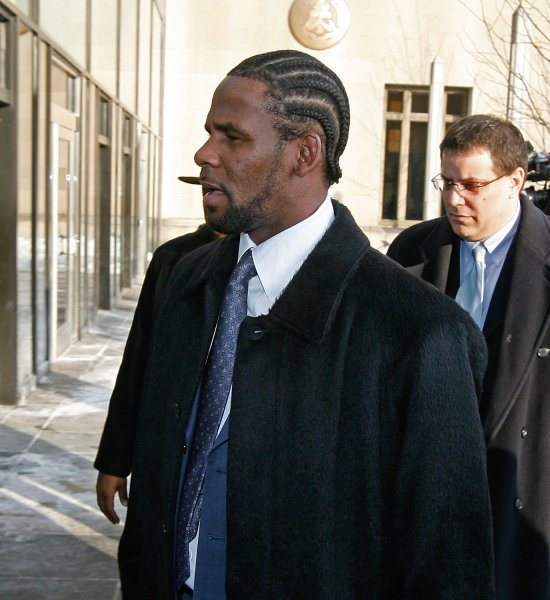 R&B artist R. Kelly arrives at Cook County criminal court for a status hearing to set the date of his upcoming sexual abuse trial on December 20, 2007, in Chicago. Kelly, who is accused of having sex with a 13-year old girl, failed to appear for a hearing scheduled hearing on December 19 and faced arrest if he did not show up Thursday. (UPI Photo/Brian Kersey)