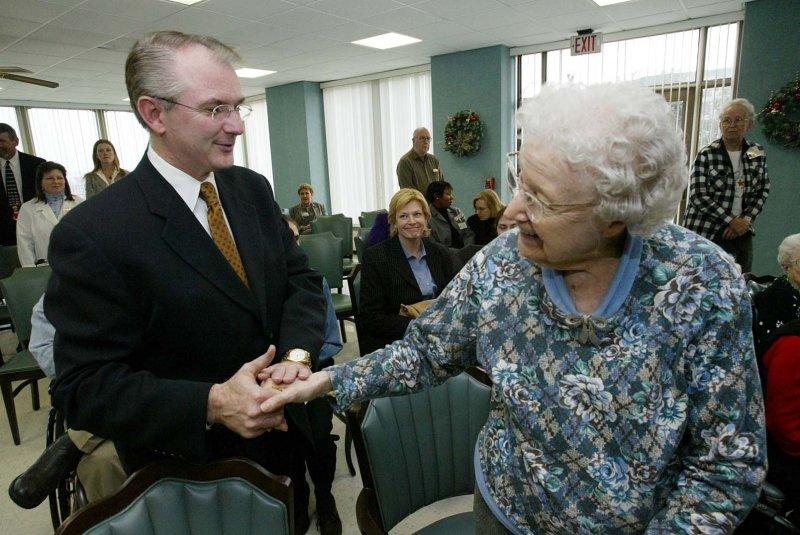 Governor stops to shake hands with nursing home resident. bg/Bill Greenblatt UPI