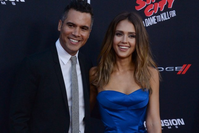 Look Jessica Alba Gives Birth To Third Child Shares Photo Of Newborn Son Upi Com