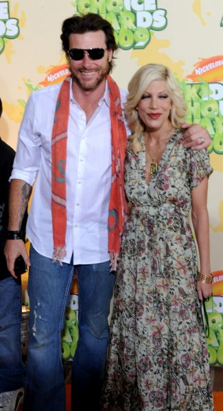 Actress Tori Spelling and her husband Dean McDermott arrive at the 22nd Annual Kids' Choice Awards on March 28, 2009 in Los Angeles. (UPI Photo/Jim Ruymen)