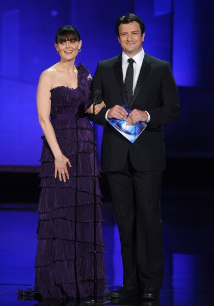 Actors Emily Deschanel (L) and Nathan Fillion present an award during the 62nd annual Primetime Emmy Awards in Los Angeles, on August 29, 2010. UPI/Jim Ruymen