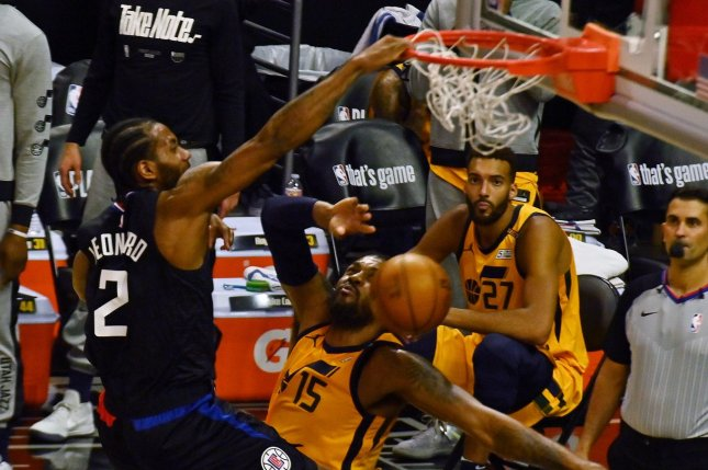 Los Angeles Clippers forward Kawhi Leonard dunks over Utah Jazz forward Derrick Favors in the first half of Game 4 of their second-round, best-of-seven Western Conference playoff series Monday at Staples Center in Los Angeles. Photo by Jim Ruymen/UPI