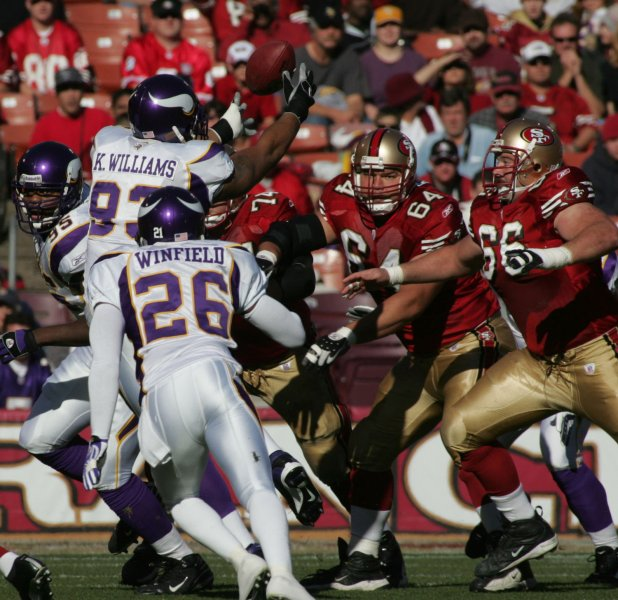 Minnesota Vikings defensive lineman Kevin Williams (L) reaches up to pick off a pass during a game against San Francisco Dec. 2, 2007. (UPI Photo/Terry Schmitt)