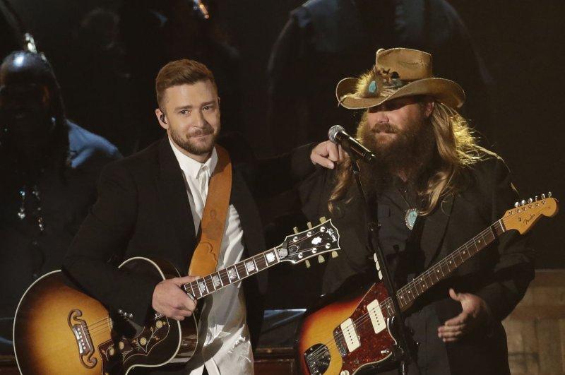 Justin Timberlake, Jessica Biel enjoy 'date night' at CMA Awards