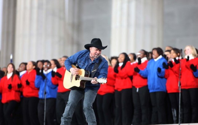 Garth Brooks performs for U.S. President-elect Barak Obama at the We Are One Inaugural Celebration at the Lincoln Memorial on January 18, 2009. (UPI Photo/Dennis Brack/Pool)