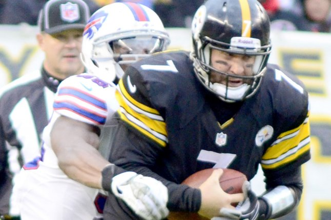 Pittsburgh Steelers quarterback Ben Roethlisberger (7) is able to complete a short pass while in the the grasp of Buffalo Bills outside linebacker Jerry Hughes (55). File photo by Archie Carpenter/UPI