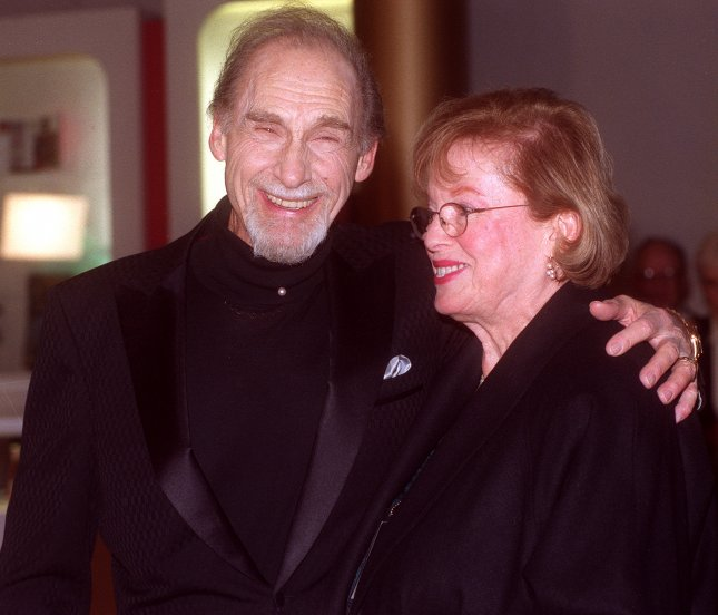WAP99102014 - 20 OCTOBER 1999 - WASHINGTON, D.C., USA: Sid Caesar and wife arrive at the Kennedy Center in Washington, October 20. Caesar and other celebrities honored Jonathan Winters at the Kennedy Center Celebration of American Humor. Winters received the Kennedy Center's Mark Twain Prize. rg/Rachel Griffith UPI