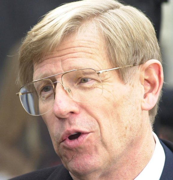 WAP2000121108 - 11 DECEMBER 2000 - WASHINGTON, DC, USA: Ted Olson, attorney for George W. Bush in the election dispute, talks with reporters in front of the Supreme Court building in Washington, DC, on December 11, 2000, after the hearing which will determine if votes will be recounted in Florida. rlw/Roger L. Wollenberg UPI